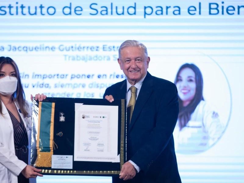 Lopez Obrador entrega condecoracion Miguel Hidalgo a personal de salud son heroinas y heroes que estan atendiendo afectados por Covid