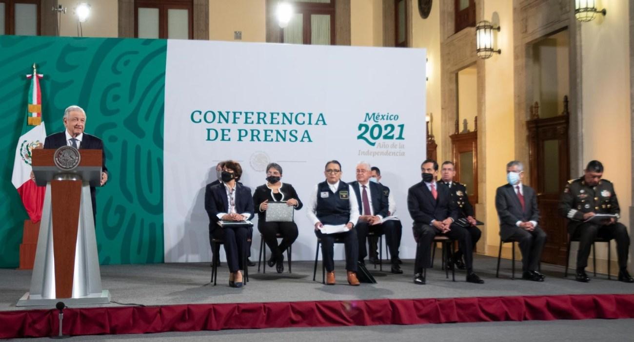 Lopez Obrador presenta Tianguis del Bienestar entrega de mercancia confiscada en aduanas a quienes mas lo necesitan