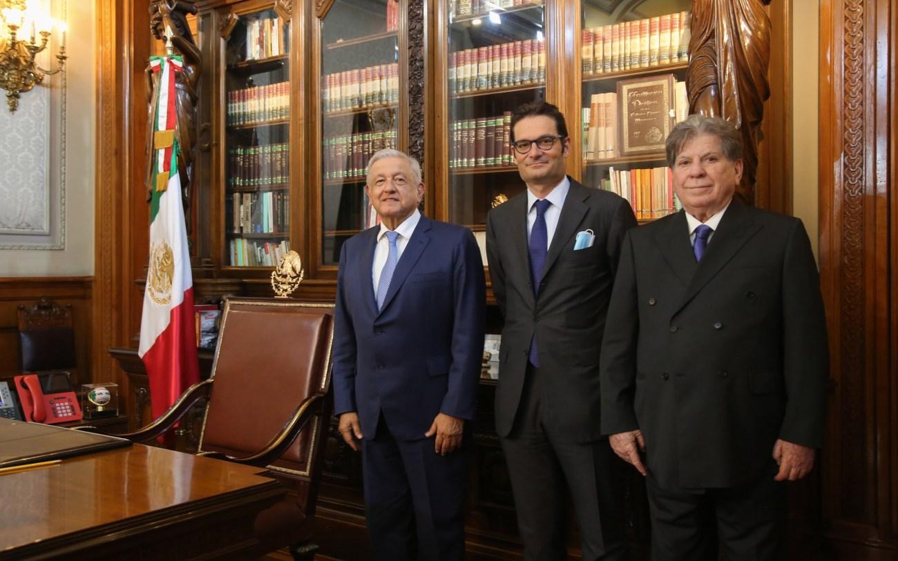 Lopez Obrador recibe a representantes de Multimedios y El Pais en Palacio Nacional