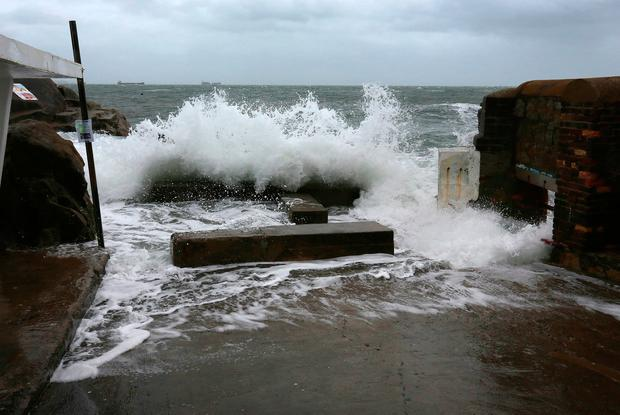 Waves break at the bathing area at Sandycove.Picture Credit:Frank McGrath9/11/18