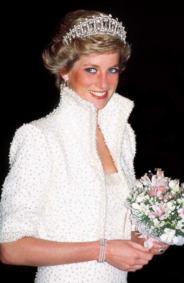 Princess Diana wearing the same tiara to a visit by Spanish royals in 1986