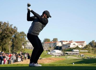 Rory McIlroy five behind leader Justin Thomas as play is suspended again at Genesis Open - Independent.ie