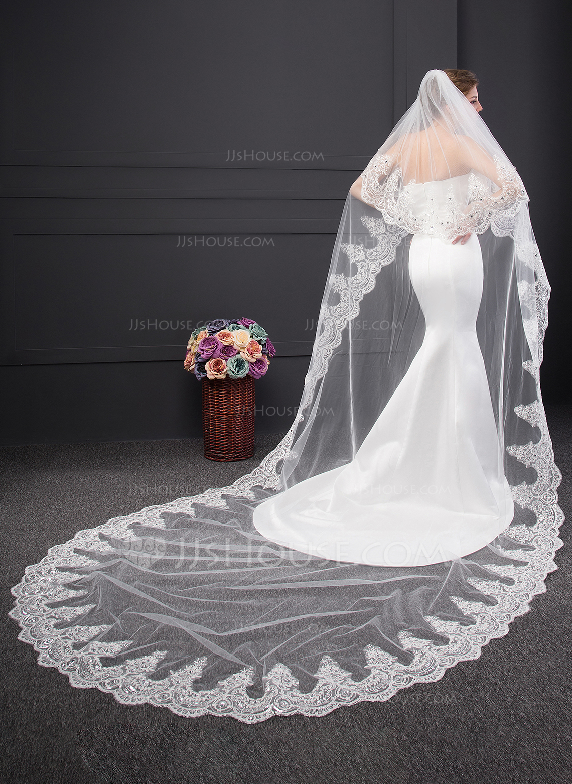 Two Tier Lace Applique Edge Chapel Bridal Veils With Lace