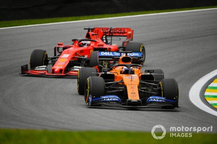 Carlos Sainz Jr., McLaren MCL34 y Sebastian Vettel, Ferrari SF90