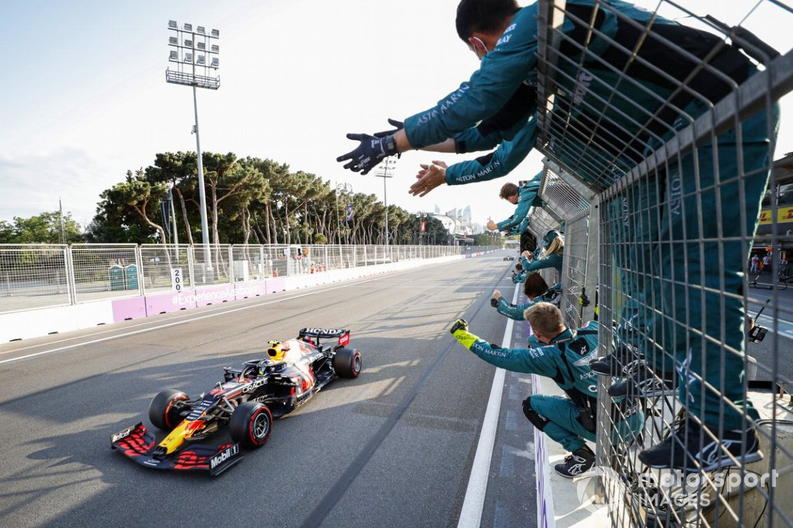 Sergio Perez, Red Bull Racing RB16B, 1 position, is cheered by the members of the Aston Martin team