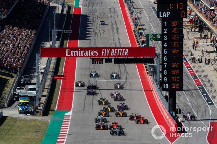 Valtteri Bottas, Mercedes AMG W10, Sebastian Vettel, Ferrari SF90, Max Verstappen, Red Bull Racing RB15, Charles Leclerc, Ferrari SF90, Lewis Hamilton, Mercedes AMG F1 W10, e Alex Albon, Red Bull Racing RB15, guidano il gruppo, alla partenza