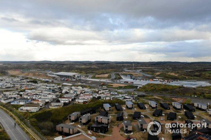 Trabajos de construcción en el autódromo de Zandvoort para el Gran Premio de Holanda