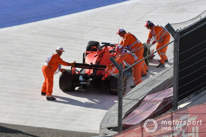 Rusia 2019: Vettel lidera, desobedece un acuerdo, luego falla el MGU-K.