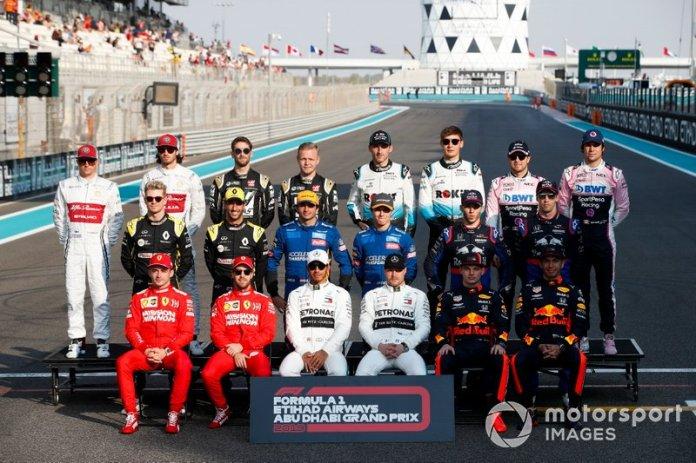 Foto de grupo de la clase 2019 de F1