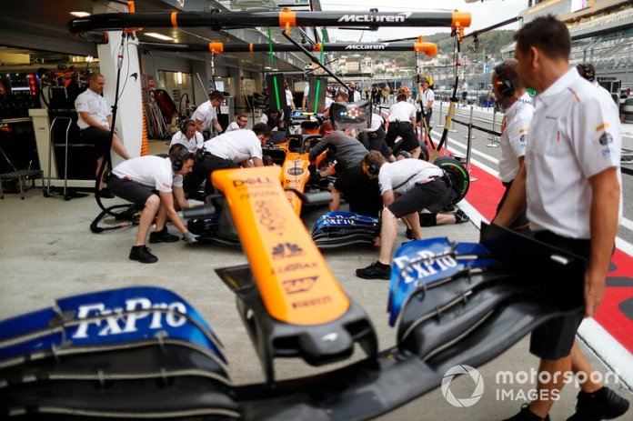 McLaren practica una parada en boxes