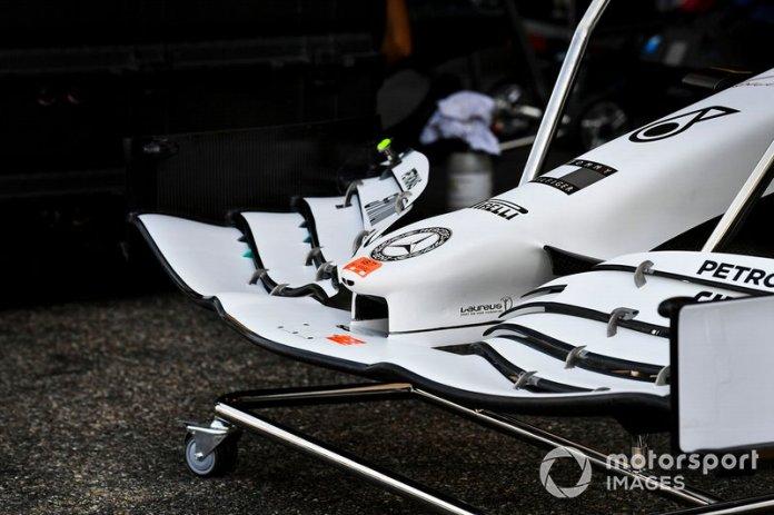 El alerón delantero del Mercedes AMG F1 W10 con la nueva decoración