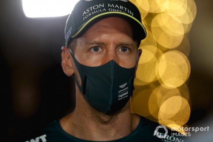 Sebastian Vettel, Aston Martin flet për media