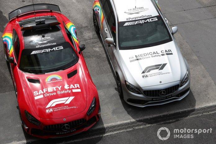 El coche de seguridad de Mercedes y el coche médico