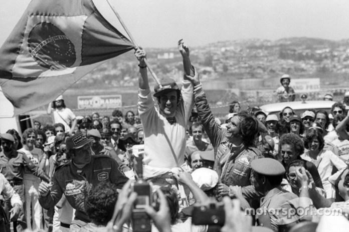 Entre los brasileños Emerson Fittipaldi, Nelson Piquet, Ayrton Senna y Felipe Massa han ganado cada uno en casa en dos ocasiones. José Carlos Pace (foto), que da nombre al Autódromo de Interlagos, triunfó en 1975.