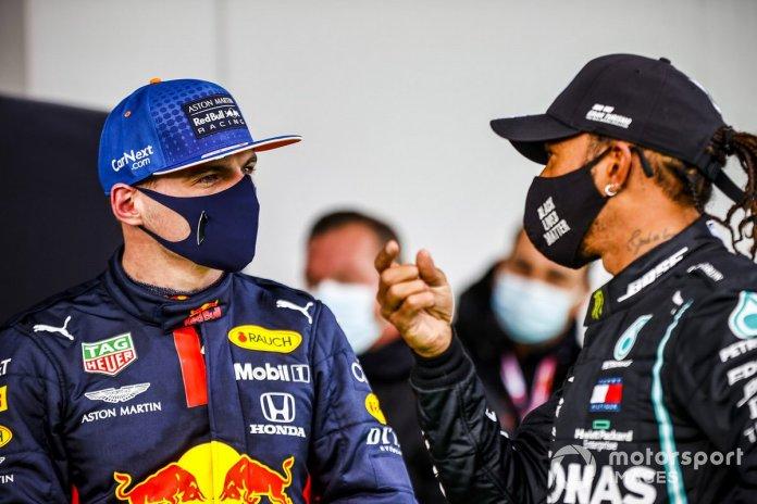 Max Verstappen, Red Bull Racing y el ganador de la carrera Lewis Hamilton, Mercedes-AMG F1 en Parc Ferme