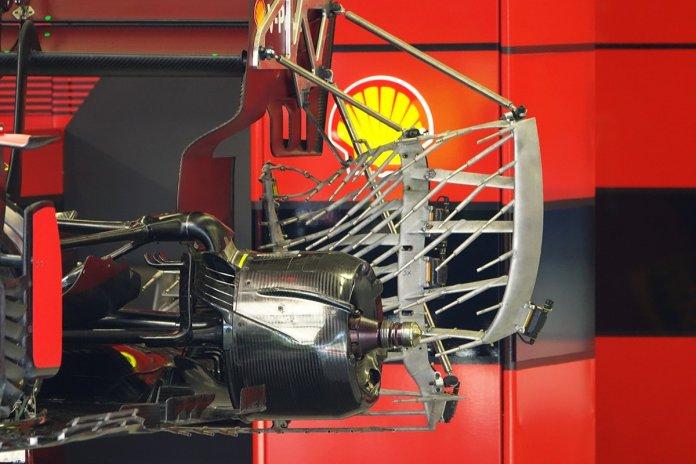 Detalhes do sensor e tambor de freio traseiro Ferrari SF21