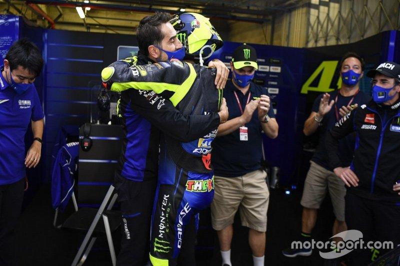 Post-race festiviteiten in de Yamaha Factory Racing pitbox