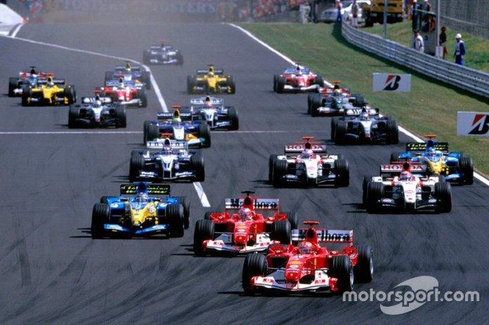 Michael Schumacher, el Ferrari F2004 lidera el campo desde el principio hasta la primera curva