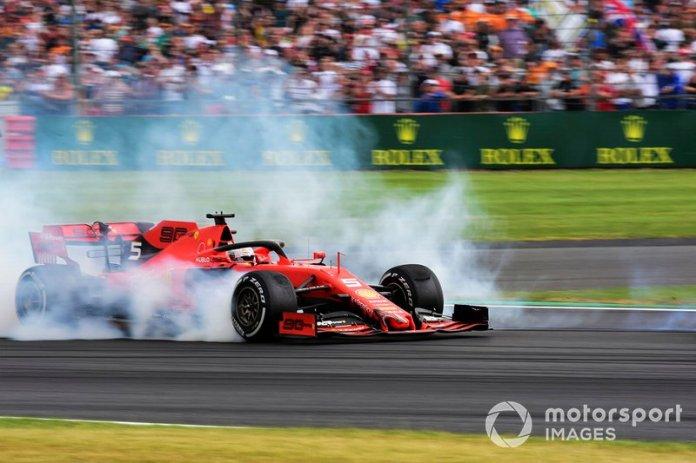 Pasa las fotos y recuerda la secuencia del accidente de Vettel contra Verstappen en Silverstone
