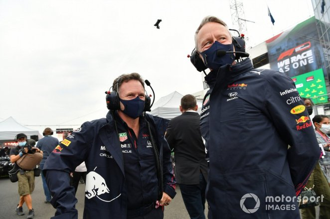 Christian Horner, Team Principal, Red Bull Racing, and Jonathan Wheatley, Team Manager, Red Bull Racing, on the grid