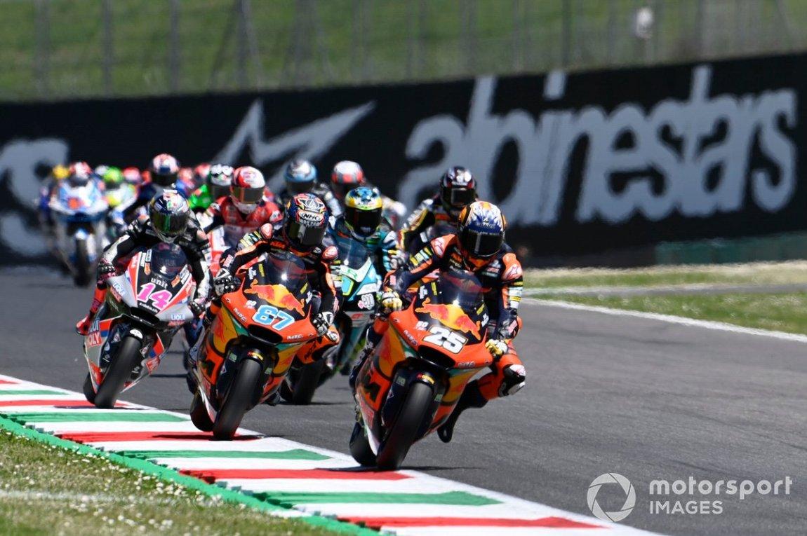 Salida: Raul Fernandez, Red Bull KTM Ajo, lidera