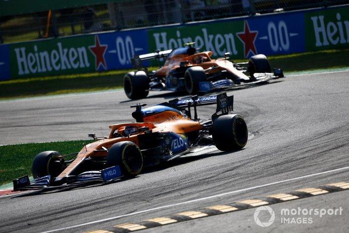 Carlos Sainz Jr., McLaren MCL35, Lando Norris, McLaren MCL35