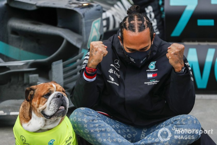 Lewis Hamilton, Mercedes-AMG F1 and the Mercedes team celebrate after winning the seventh drivers' world championship title
