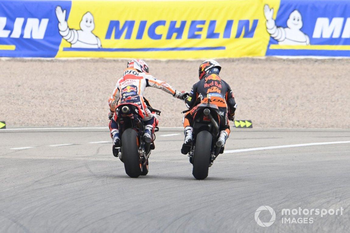 Ganador Marc Márquez, Repsol Honda Team, segundo lugar Miguel Oliveira, Red Bull KTM Factory Racing