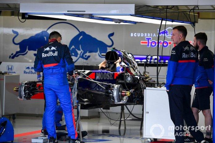 Suspensión delantera de Toro Rosso STR14