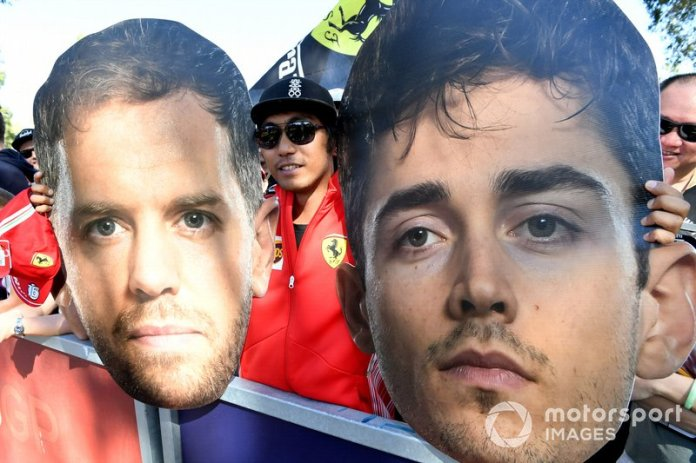 Fans con caretas de Sebastian Vettel, Ferrari y Charles Leclerc, Ferrari