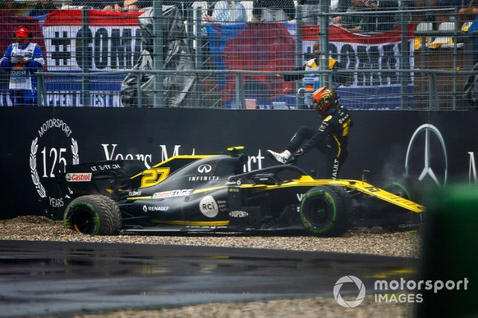 Choque de Nico Hulkenberg, Renault R.S. 19 en el muro