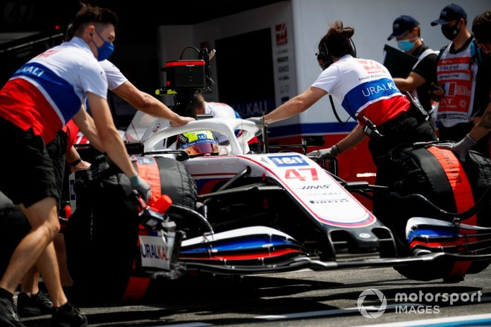 Mekanikët e Haas F1 kthejnë në garazh Mick Schumacher, Haas VF-21