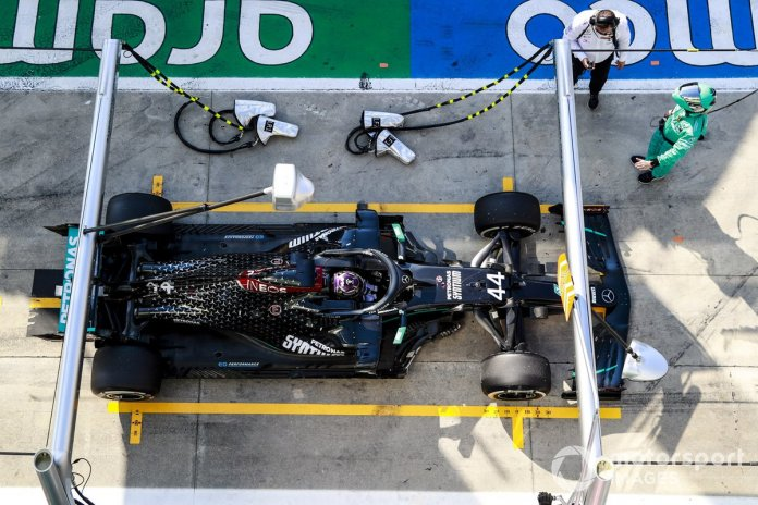 Lewis Hamilton, Mercedes-AMG F1 pit stop for penalty