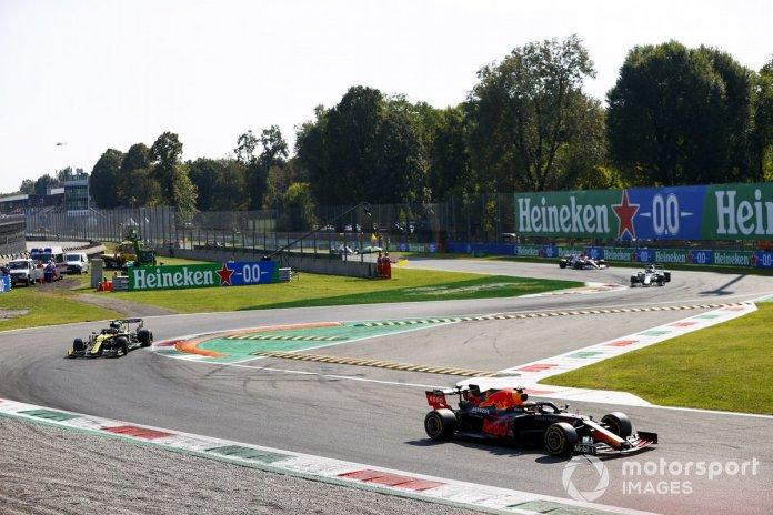 Max Verstappen, Red Bull Racing RB16, Esteban Ocon, Renault F1 Team R.S.20