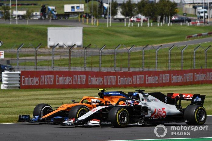 Lando Norris, McLaren MCL35, Romain Grosjean, Haas VF-20