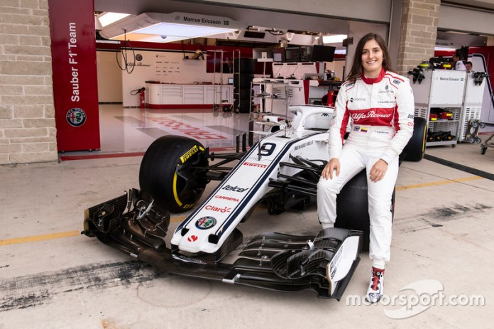 Tatiana Cálderon se convirtió en 2018 en la primera mujer latinoamericana en pilotar un Fórmula 1 contemporáneo, durante una evento promocional posterior al Gran Premio de México en el Autódromo Hermanos Rodríguez.