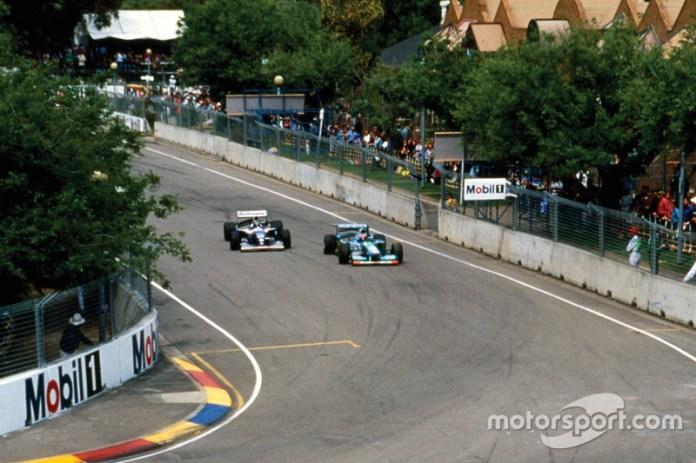 Michael Schumacher, Benetton B194 Ford devant Damon Hill, Williams FW16B Renault