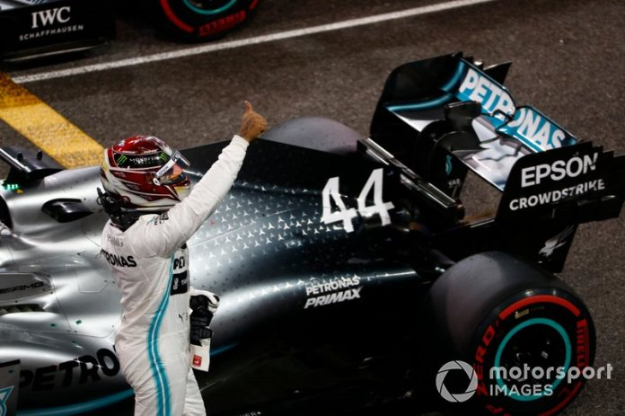 Ganador de la poe Lewis Hamilton, Mercedes AMG F1, celebra