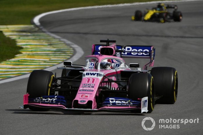 Sergio Perez, Racing Point RP19, y Daniel Ricciardo, Renault F1 Team R.S.19