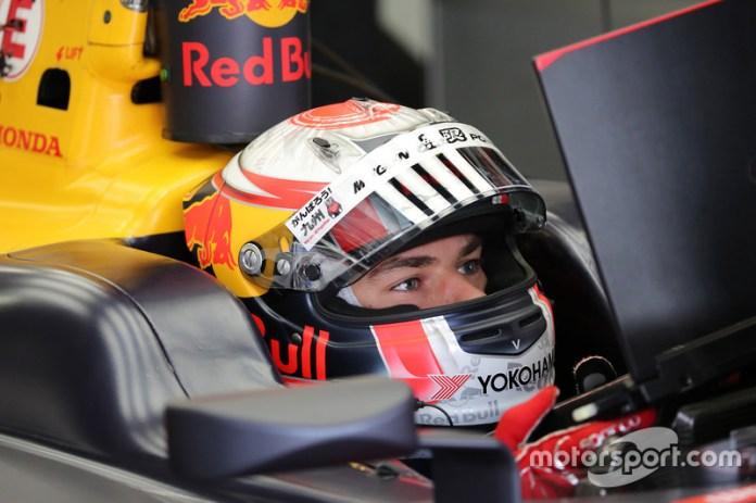 El francés, campeón de la GP2 en 2016 y se quedó a medio punto de ganar la Super Fórmula japonesa en 2017, debutó con Red Bull sustituyendo a Daniil Kvyat en el GP de Malasia de ese año. En menos de año y medio, se ganó el ascenso.