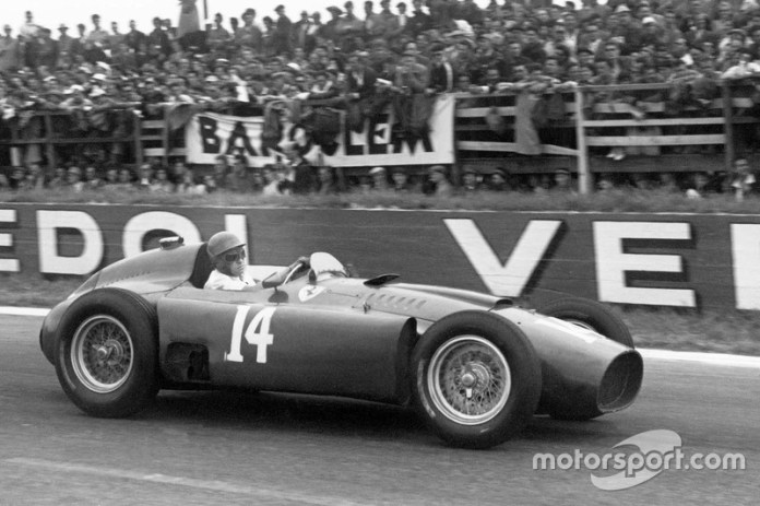 16- Peter Collins 24 años, 6 meses y 26 días en el GP de Bélgica 1956. Leclerc le sacó del TOP15