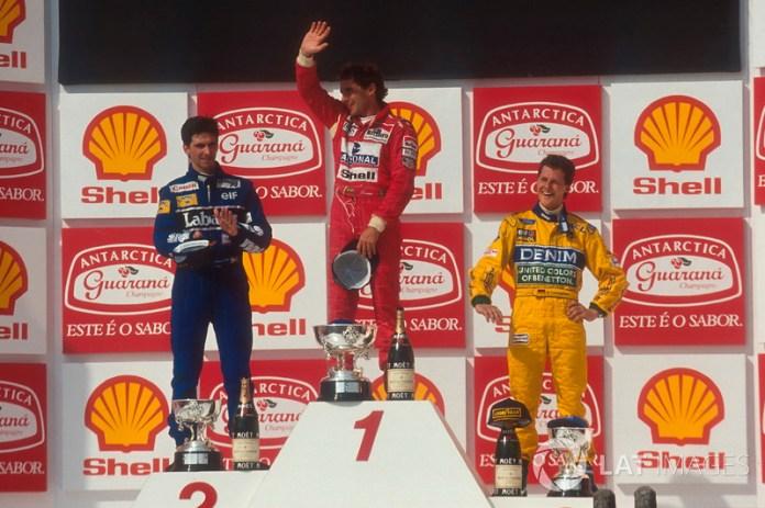 Podio: ganador de la carrera Ayrton Senna, McLaren, segundo lugar Damon Hill, Williams, tercer lugar Michael Schumacher, Benetton