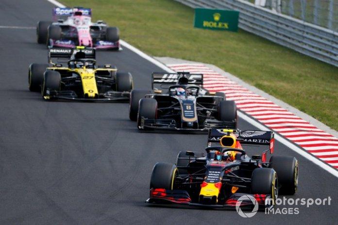 Pierre Gasly, Red Bull Racing RB15, lidera Romain Grosjean, Haas F1 Team VF-19, Nico Hulkenberg, Renault F1 Team R.S. 19, y Sergio Pérez, Racing Point RP19