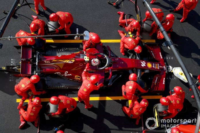 Charles Leclerc, Ferrari SF1000, en pits