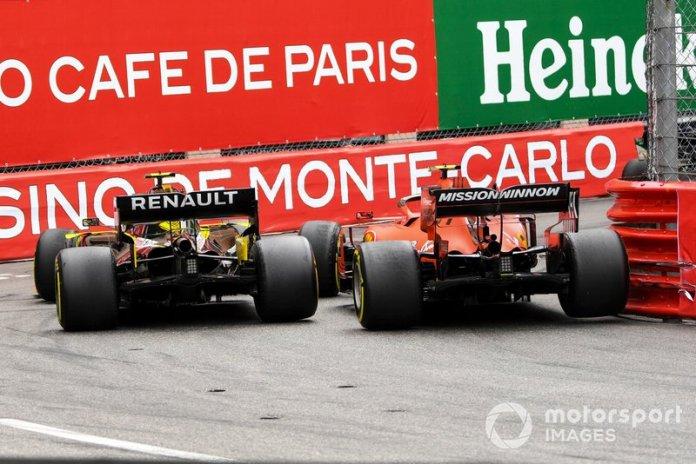 Charles Leclerc, Ferrari SF90, se toca con Nico Hulkenberg, Renault R.S. 19