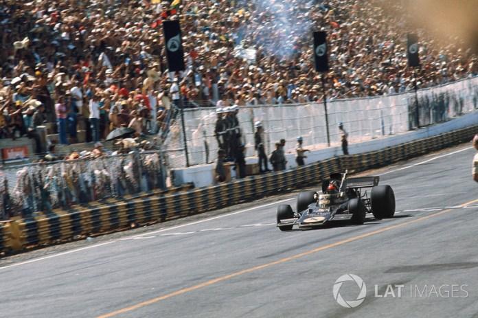 Al año siguiente, Emerson Fittipaldi fue el primero en triunfar en una carrera oficial de F1 en el mismo lugar, a los mandos de un Lotus.