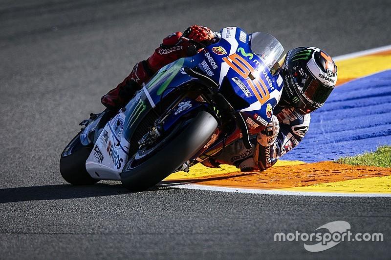 Lorenzo saluta la Yamaha sbancando Valencia. Che lotta Iannone e Rossi!