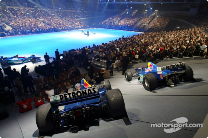 8: Sauber, presentado sobre hielo