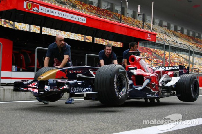 Toro Rosso STR1 y Red Bull RB1