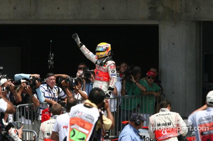 El británico celebra la pole en el GP de Estados Unidos 2007